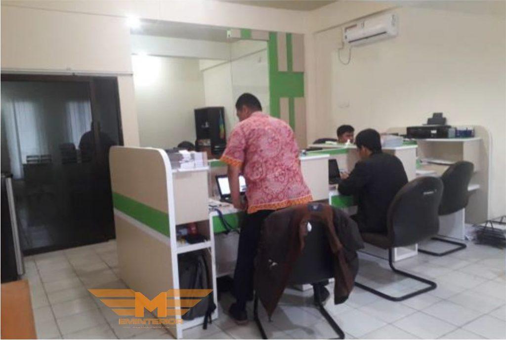 Hasil instalasi furniture interior gedung kantor